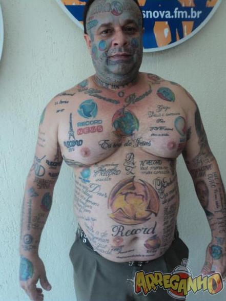 Homem Tem 89 Tatuagens da Record Espalhadas Pelo Corpo