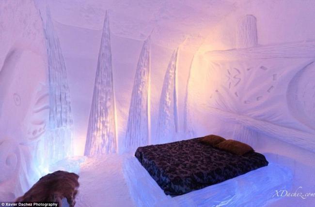Que tal hospedar-se num hotel totalmente coberto por gelo?