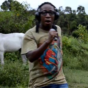 O primeiro clipe oficial de MC Formiga: Moves Like Jegue