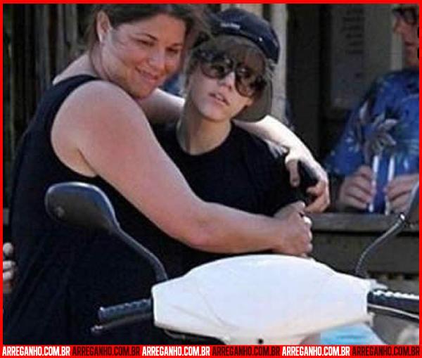 10 Fotos que Provam que Justin Bieber Ama (ou Não) suas Fãs - 07