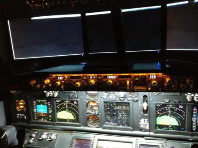Pai Constrói Cabine de Boeing 737 no Quarto do Filho