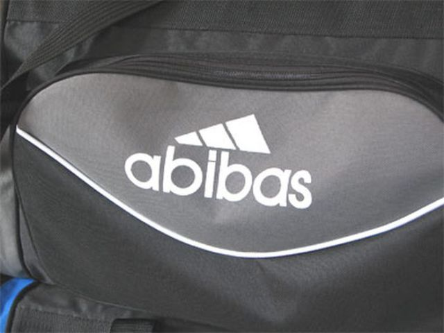 Produtos Falsificados Baseados Em Marcas Famosas
