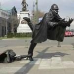 Algumas estátuas completamente estranhas