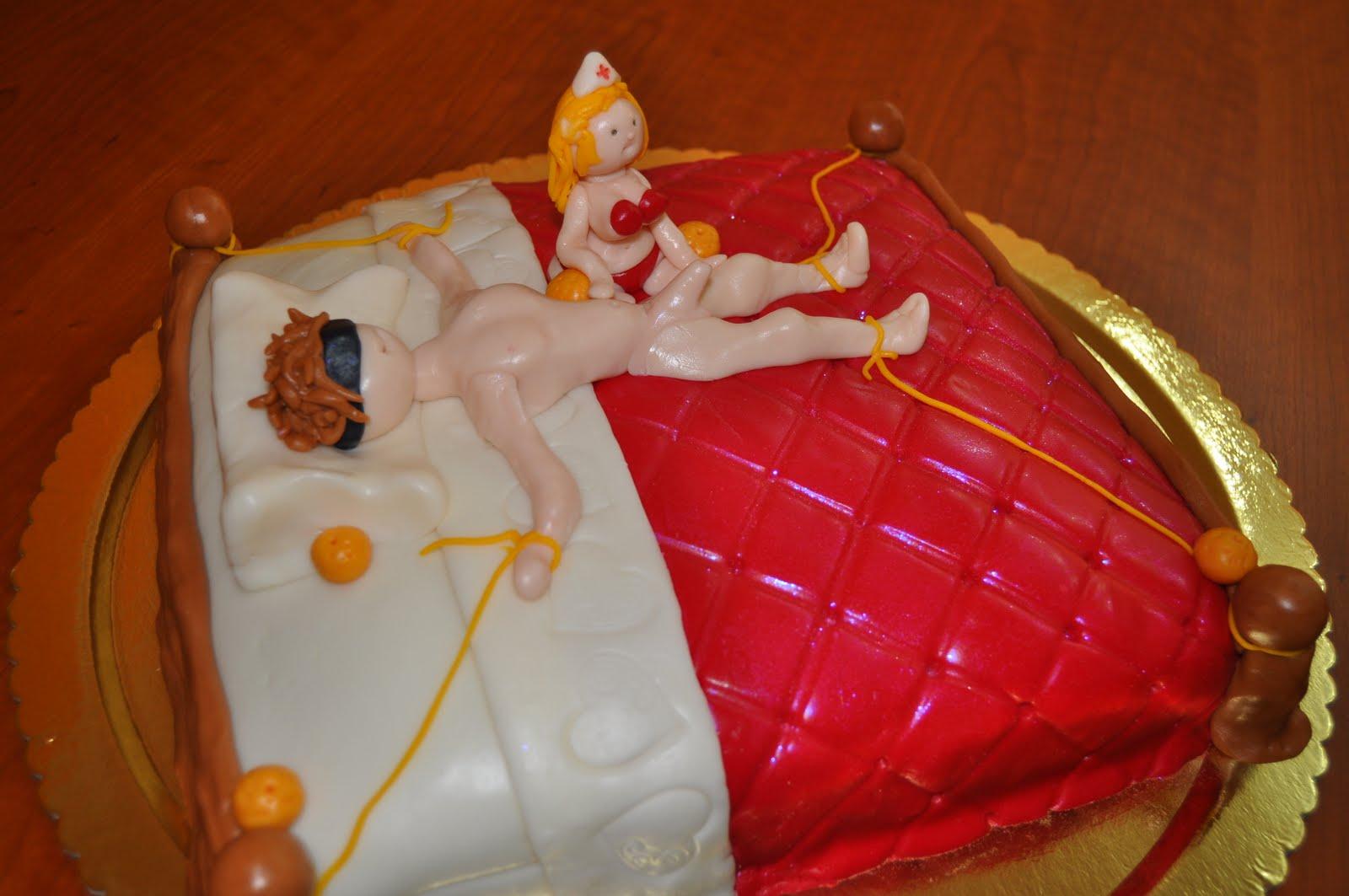 Bolos de Aniversário Somente Para Adultos 03