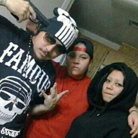 Adolescente mata irmão com tiro acidental durante pose para fotos para o Facebook