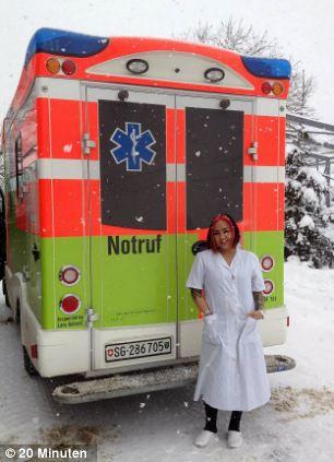 Enfermeira Posta Foto No Facebook Ao Lado De Paciente e Pede Para Que Adivinhem Se Está Viva Ou Morta!