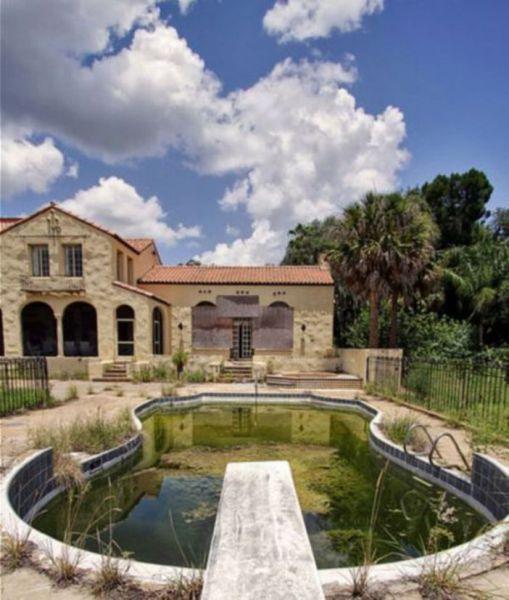 Conheça a mansão abandonada pela família Bin Laden, localizada próximo à Disney, nos EUA