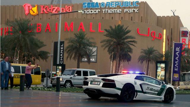 Lamborghini, Camaro, Bentley e até Ferrari entre os carros da polícia de Dubai