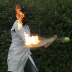 Bolinha de tênis inflamável!