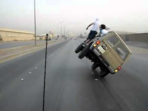 Árabes se divertindo de uma maneira muito diferente