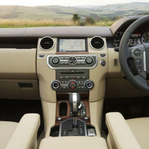 Por que o volante fica do lado direito na Inglaterra? A resposta vai te surpreender