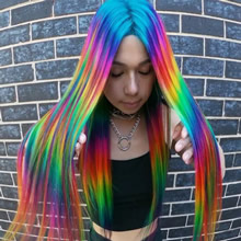 Um cabeleireiro australiano que transforma o cabelo em arco-íris